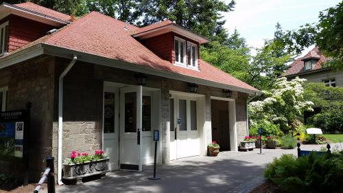 Pittock mansion garage