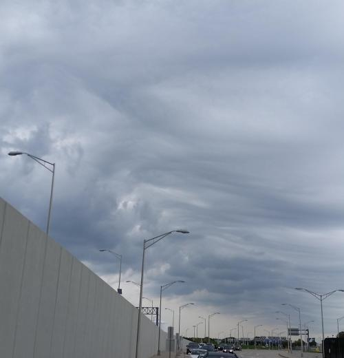 detroit-airport-wave-clouds-1