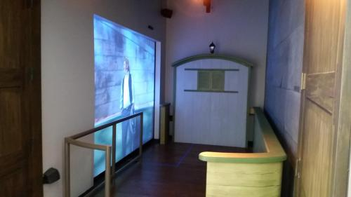 erie-canal-visitor-center-movie-screen-back-side