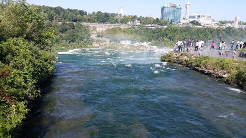 niagara-falls-edge-of-falls