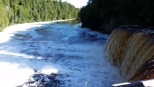 tahq-falls-upper-falls-and-river-1