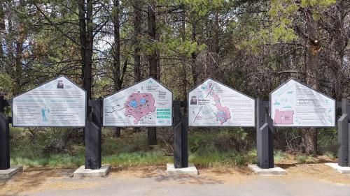 OR Newberry caldera entrance signs 190625