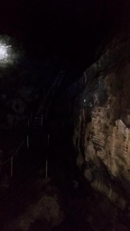 OR Newberry lava tube interior 1 190624